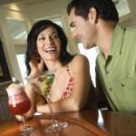 couple d'avoir boissons — Photo