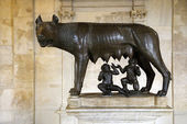 Sculpture of Capitoline Wolf, Romulus, and Remus — Stock Photo