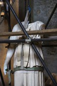 Statue under restoration. — Stock Photo