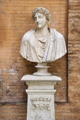 Carved Bust In Front of Brick Wall — Stock Photo