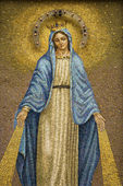 Mosaic of the Virgin Mary Wearing a Crown — Stock Photo