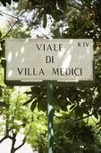 Viale di Villa Medici sign. — Stock Photo