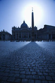 Obelisk in St Peters Square Backlit by the Sun — Stock Photo