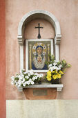 Madonna and Child Mosaic at Outdoor Shrine — Stock Photo
