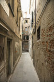 Alleyway in Venice. — Stock Photo