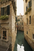 Venedik arka sokağa suyolu — Stok fotoğraf
