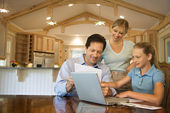 Family paying bills on computer. — Stock Photo