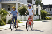 Boy and Girl Riding Bikes — Stock Photo