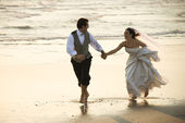 Bride and groom on beach. — Stock Photo