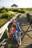 Bicicletas na praia. — Fotografia Stock
