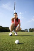 Female Golfer Concentrating — Stock Photo