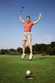 Mulher feliz jogando golfe. — Fotografia Stock