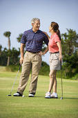 Couple talking on golf course — Stock Photo