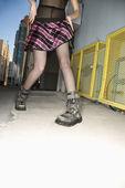 Woman in urban setting. — Stock Photo