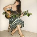 Woman playing guitar. — Stock Photo