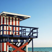 Lifeguard tower on beach. — Stock Photo