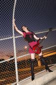Žena s kytarou. — Stock fotografie