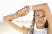 Woman on beach. — Stock Photo