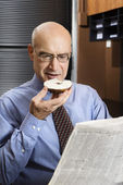 Zakenman aan het ontbijt. — Stockfoto