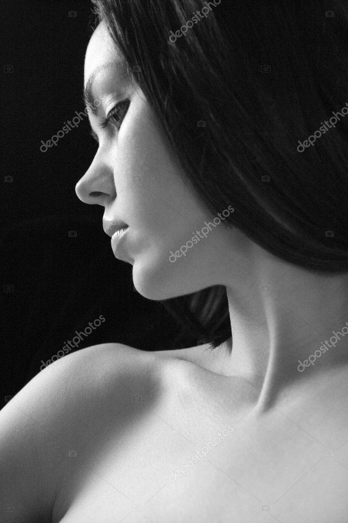 golie-v-profil-zhenshini