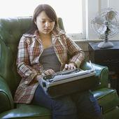Woman typing. — Stock Photo
