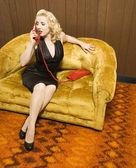 電話でレトロな女性. — ストック写真