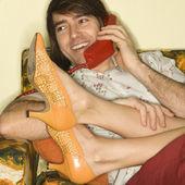 在沙发上,情侣. — 图库照片