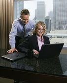 Businesspeople Looking at Laptop Computer — ストック写真