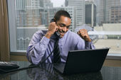Blij en opgewonden zakenman — Stockfoto