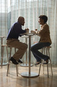 African-American Couple Having Coffee at Cafe — Foto de Stock