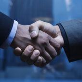 Biznes uścisk dłoni — Zdjęcie stockowe