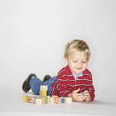 Boy playing with blocks. — Stock Photo