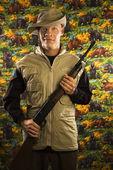 Man holding rifle. — Stock Photo