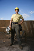 Construction Worker Standing with Saw — Stockfoto