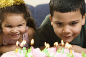 Kids and birthday cake. — Stock Photo