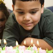 Kids and birthday cake. — Stock Photo