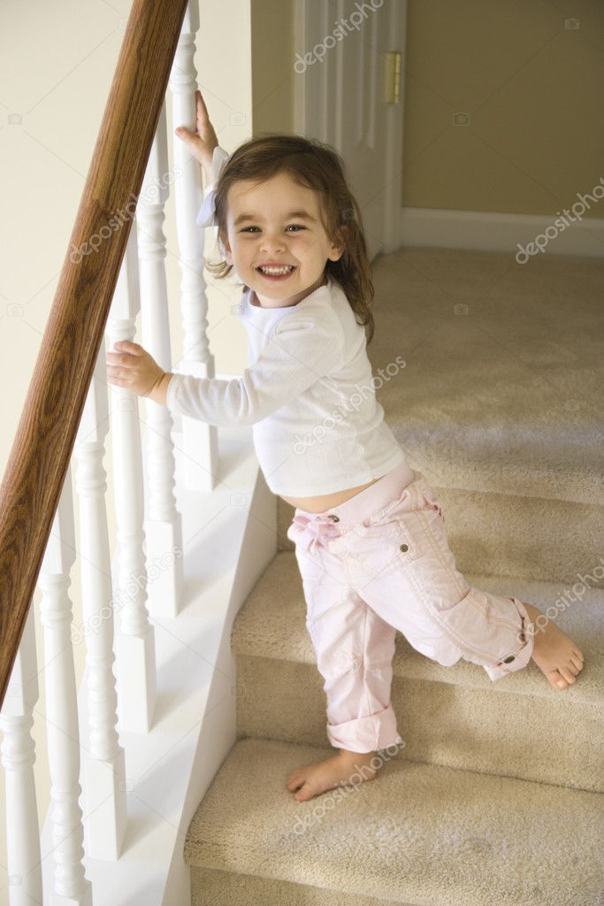 Фото ребенка на ступеньках