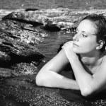 mulher nua na praia — Foto Stock