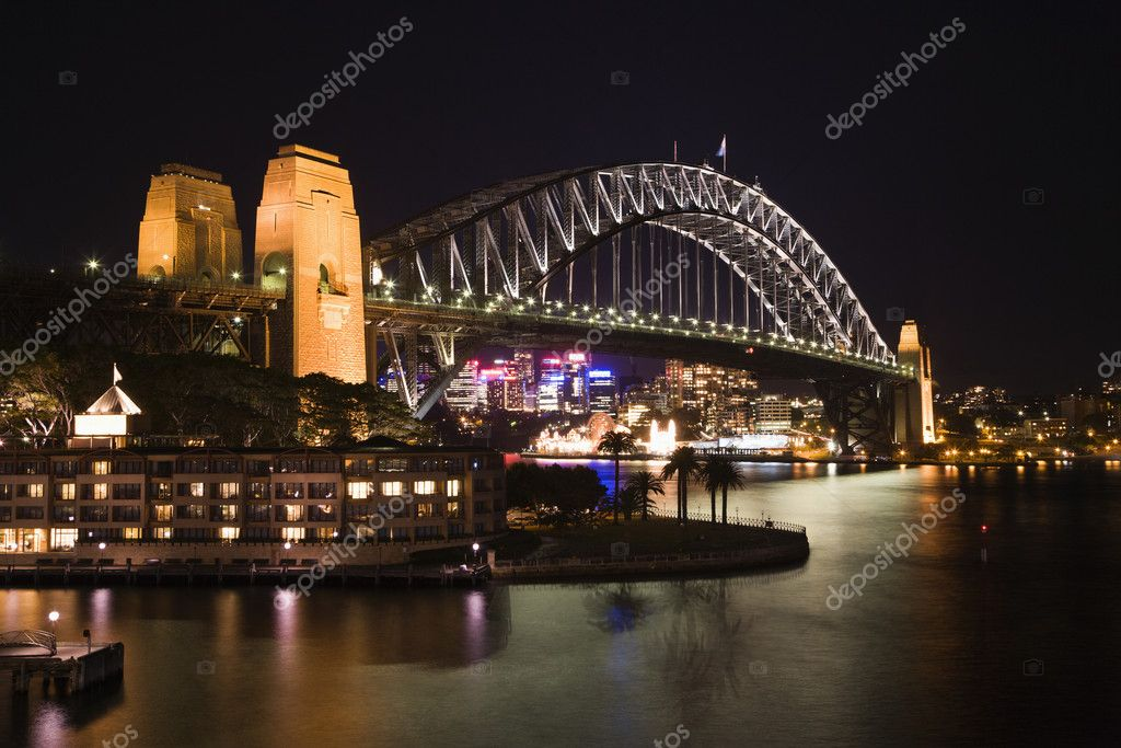 Low angle night view of Sydney Harbour Bridge in Austraila. Horizontal shot. — Stock Photo #9613347