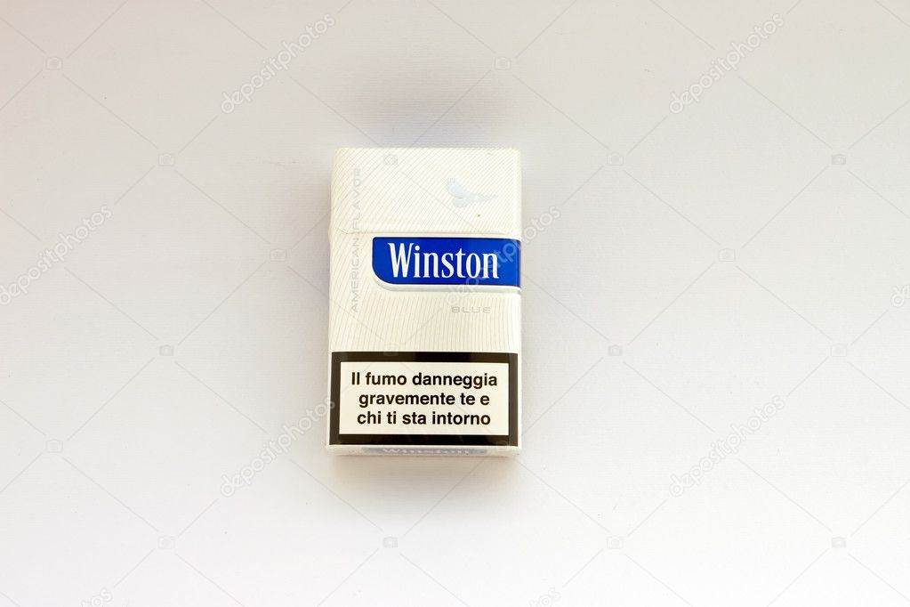Package of Winston cigarettes brand - Blue - American Flavor — Stock Photo #10202560