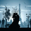 Man and woman kissing on a street in Paris — 图库照片