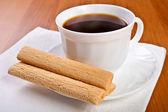 Tasse kaffee mit waffel luxusschiff. — Stockfoto