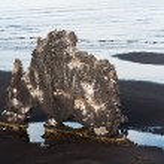 Hvitserkur rock, popular tourist site in Iceland — Stock Photo #9283178