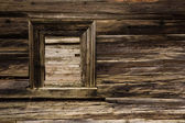 Window of damaged wooden lodge — Stock fotografie