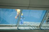 Worker cleaning windows — Stock Photo