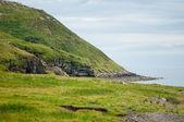 красивый пейзаж с зеленые горы и море — Стоковое фото