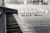 Piano in wedding venue — Stock Photo
