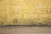 Yellow brick with walkway — Stock Photo