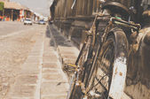 Old bike and cobblestone — Stock Photo
