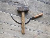 серп и молот на деревянной веранде — Стоковое фото